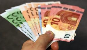 Opłata czynszu w formie pieniężnej